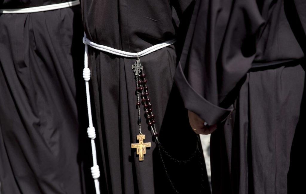 E' tempo di «dare ai preti la possibilità di parlare della loro vita affettiva»